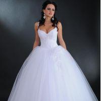 af008a11c2b Белое свадебное платье станет беспроигрышным вариантом