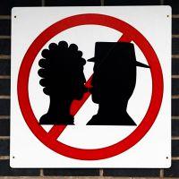 Почему нельзя целоваться с парнем в губы?