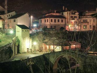Кривой мост, ночной город Мостар