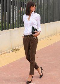 с чем носить коричневые женские брюки 1