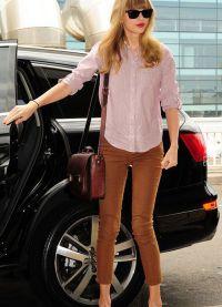 с чем носить коричневые женские брюки 11