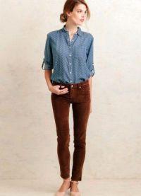 с чем носить коричневые женские брюки 12
