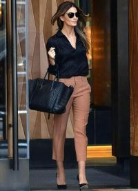 с чем носить коричневые женские брюки 13