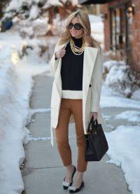 с чем носить коричневые женские брюки 14