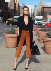 с чем носить коричневые женские брюки 15