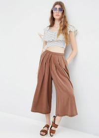 с чем носить коричневые женские брюки 17
