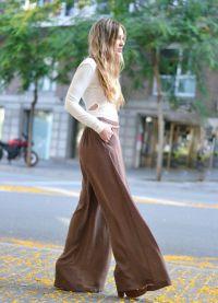 с чем носить коричневые женские брюки 2