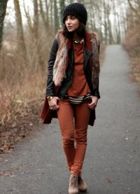с чем носить коричневые женские брюки 6