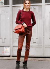 с чем носить коричневые женские брюки 7