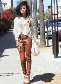 с чем носить коричневые женские брюки 8