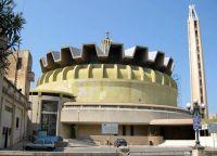 Церковь Святой Терезы имеет очень современный вид