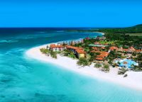 Вид на Sandals Whitehouse