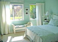 Бело-бирюзовая спальня1