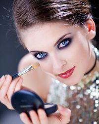 Как сделать глаза голубыми