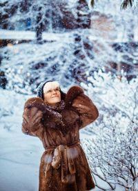 Красивые позы для фотосессии зимой 9