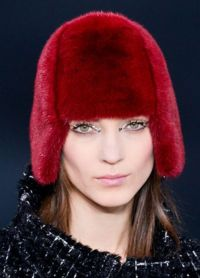 Модные меховые шапки 8