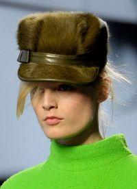 Модные меховые шапки 9