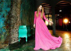 платье в пол с длинным рукавом