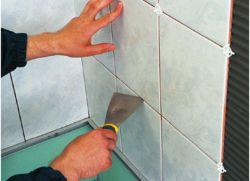Как ровно положить плитку на стену