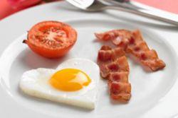 Как сделать яичницу с беконом