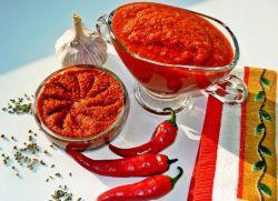 рецепт аджики с хреном и помидорами вареная
