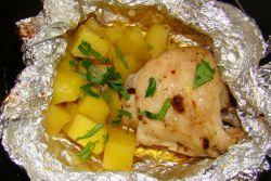 курица запеченная в фольге с картошкой