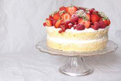 Торт со сметанным кремом и фруктами