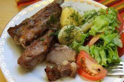 свиные ребрышки с овощами в рукаве