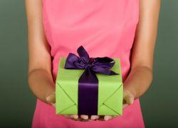 Подарок женщине на 50 лет