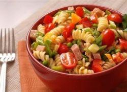 горячий салат с макаронами