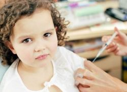 Надо колоть ребенка аналгином и димедролом