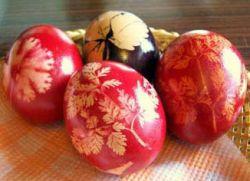 Как правильно красить яйца