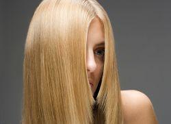 كيفية تصويب الشعر دون الكي