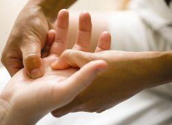 Щелчки суставов пальцев рук пальцы рук тяжело сжимать какие витамины полезны для суставов