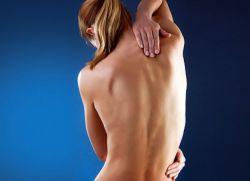 Причины болей в верхней части спины