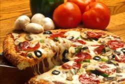 пицца с грибами и салями
