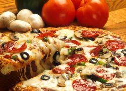 Пицца с колбасой - рецепт