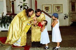 Причастить ребенка в церкви