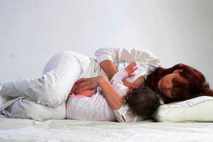 как правильно кормить новорожденного грудью 2