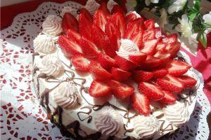 идеи украшения торта клубникой 4
