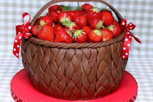 идеи украшения торта клубникой 5