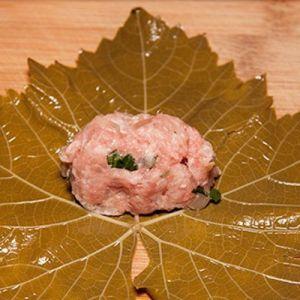 как заворачивать долму из виноградных листьев1