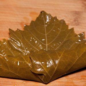 как заворачивать долму из виноградных листьев2