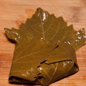 как заворачивать долму из виноградных листьев3
