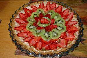 украшение торта клубникой и киви 13