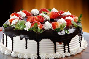 украшение торта клубникой и шоколадом 10