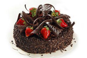украшение торта клубникой и шоколадом 12