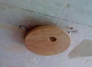 Крепление люстры на натяжной потолок1