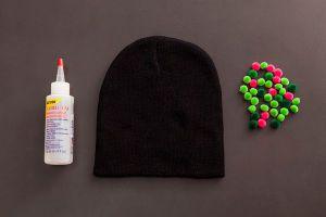 Как украсить вязаную шапку9