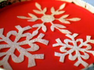 Снежинки из фетра5